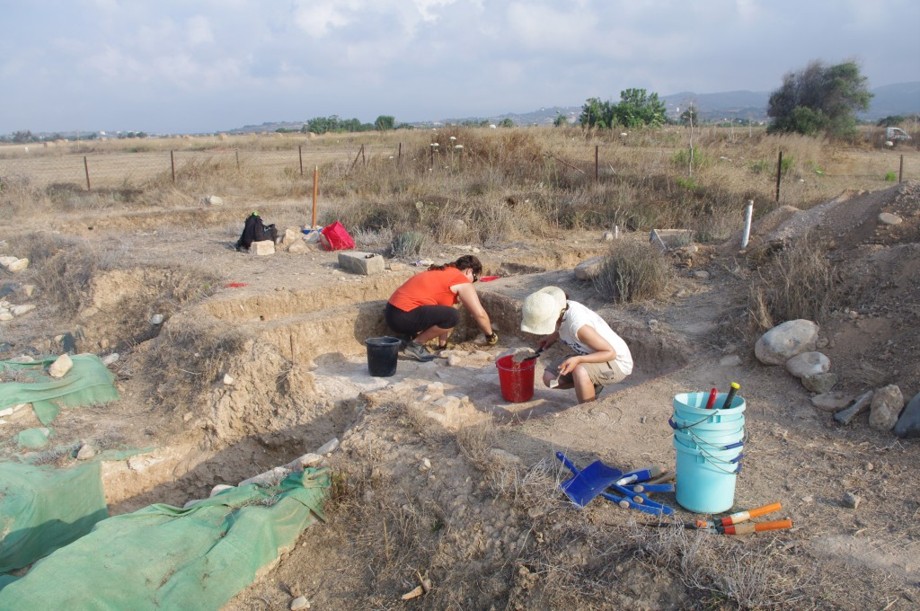 Figure 1: Cornell student Katie Jarriel and Edinburgh student Georgia Andreou excavate at Building 1, Maroni-Tsaroukkas.